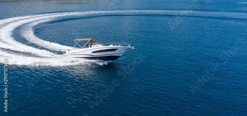 Fényképezés Aerial view of speed motor boat on open sea