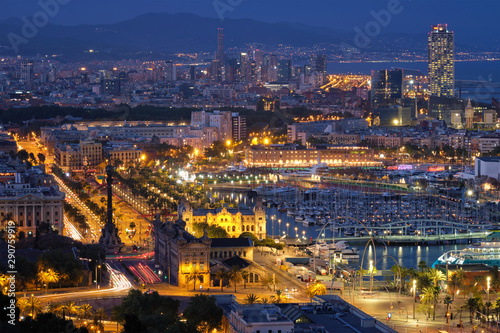 Foto auf AluDibond Barcelona Aerial view of Barcelona city and port with yachts