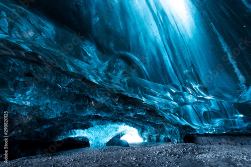 Photographie Inside an ice cave in Iceland