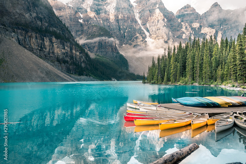 Obraz Beautiful Moraine lake in Banff national park, Alberta, Canada - fototapety do salonu