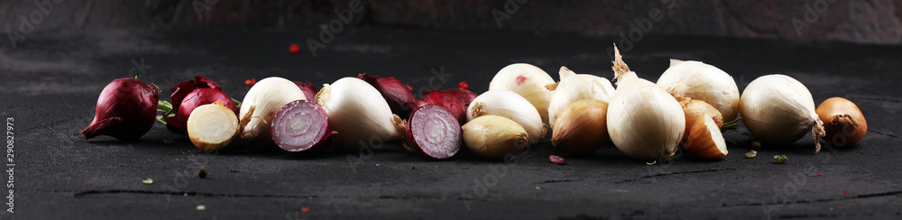 Fototapety, obrazy: different onions on rustic table