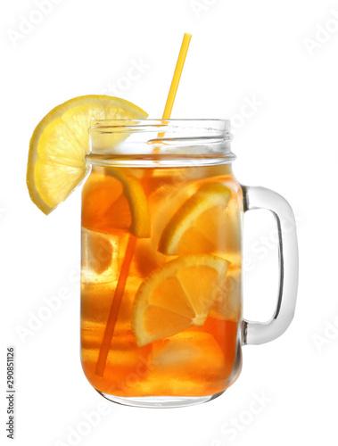 Fotografia Mason jar of refreshing iced tea with lemon slices on white background