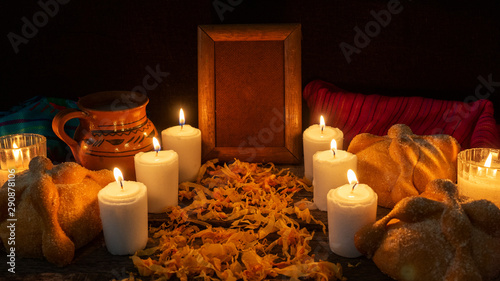 Foto  Day of the dead altar with bread