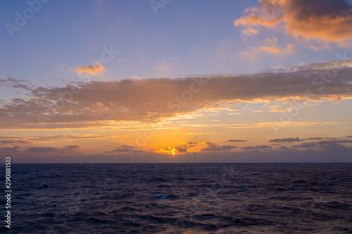 Montage in der Fensternische Leuchtturm おがさわら丸からの美しい太平洋の日の出