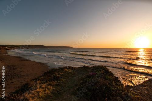 Photo Sunset and landscape of widemouth bay near bude cornwall