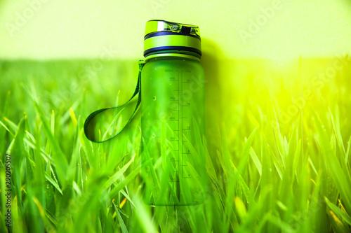 Carta da parati  Green bottle for water