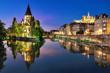 Tempel Neuf und Kathedrale von Metz in einem Panorama zur blauen Stunde mit spiegelung in der Mosel