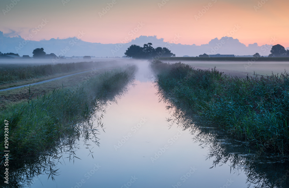 Fototapety, obrazy: A small  ditch in the Dutch countryside at a foggy dawn. Groningen, Holland.