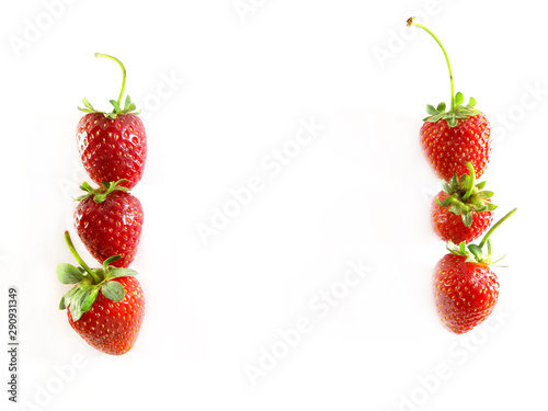 Valokuva  Strawberry with leaves, 2 vertical rows, frame