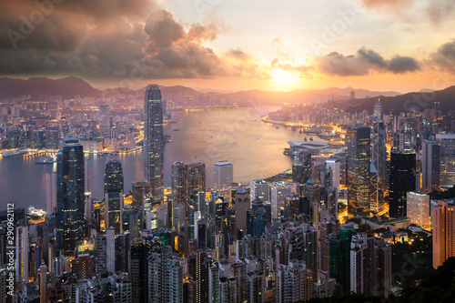 Foto auf AluDibond Cappuccino Sunrise over Hong Kong Victoria Harbor from Victoria Peak with Hong Kong and Kowloon below. Asian tourism, modern city life, or business finance and economy concept.