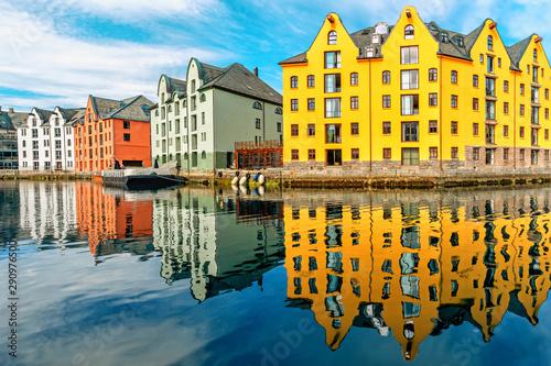 Foto auf Gartenposter Stadt am Wasser Great summer view of Alesund port town on the west coast of Norway
