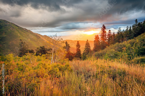 Obraz na plátně  Fall sunrise in the Wasatch Back, Utah, USA.