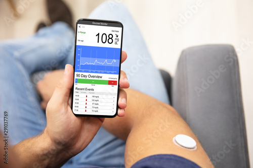 Pinturas sobre lienzo  Man Checking Blood Sugar Level On Smart Phone