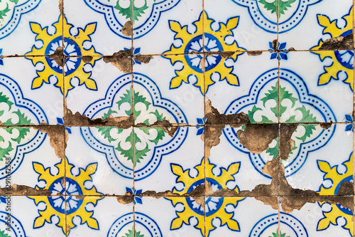 Fotografia, Obraz Detail of traditional portuguese tiles of badly preserved 19th century house in the historic center of Santarem, Pará state