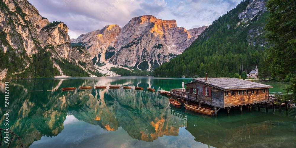 Obraz Pragser Wildsee in den Dolomiten fototapeta, plakat