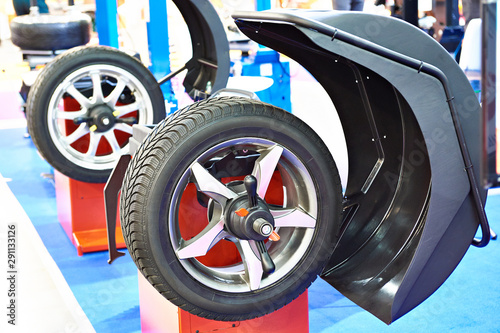 Poster Pays d Asie Stand for balancing wheels of car
