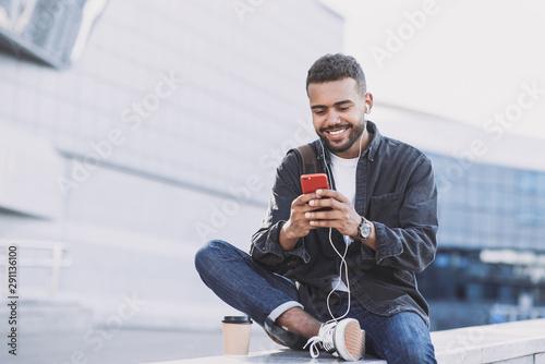 Fotografía  Young handsome men using smartphone in a city