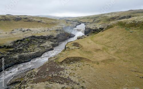 Kanion rzeki i wodospad, Islandia - fototapety na wymiar