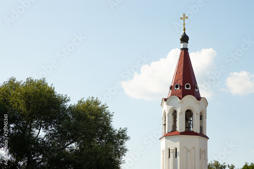 Valokuvatapetti Close-up of maroon top of orthodox church bell tower with cross against sky and