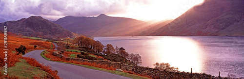 Warm panoramic autumn sunset over Buttermere in the Lake District Cumbria Fototapet