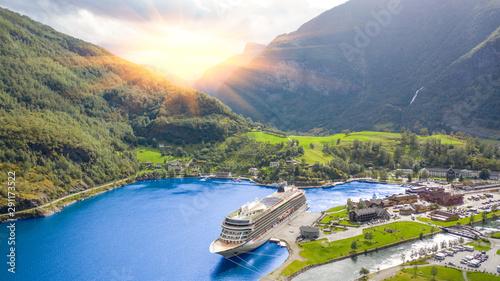Cadres-photo bureau Rivière de la forêt End of the famous Geiranger fjord, Norway with cruise ship