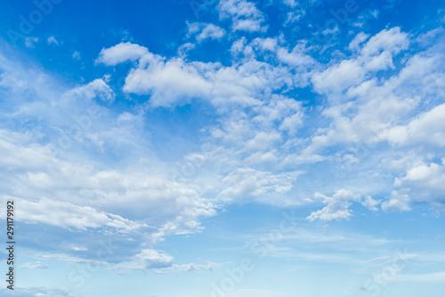 Stampa su Tela  Ciel bleu avec nuages