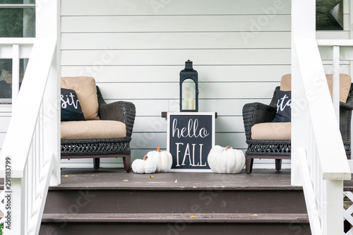 Carta da parati  Cute stylish fall decorations on the front porch