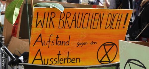 Transparent: Wir brauchen Dich! Aufstand gegen das Aussterben. Fototapet