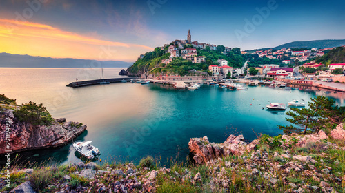 Foto auf Leinwand Schiff Exciting morning cityscape of Vrbnik town. Colorful summer seascape of Adriatic sea, Krk island, Kvarner bay archipelago, Croatia, Europe. Beautiful world of Mediterranean countries.