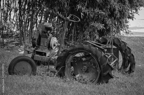Fototapety, obrazy: Broken down Tractor