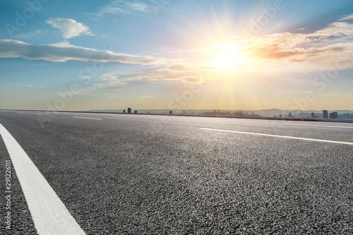 Obraz na plátne  Empty asphalt highway and modern city skyline in Chongqing at sunset