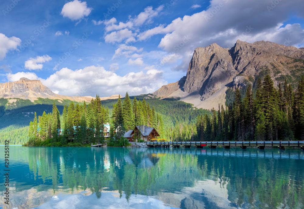 Fototapeta Beautiful emerald lake, Yoho national park, British Columbia, Canada