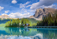 Beautiful Emerald Lake, Yoho N...