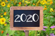 2020 Written On A Rustic Woode...