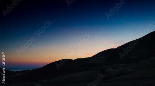 Fotografía  Silhouette of mountains on the island of Crete at dusk, Greece