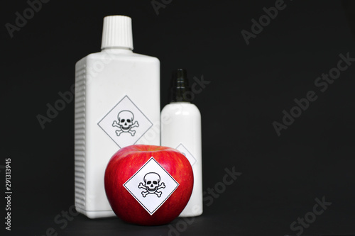 Fotografía Concept of pesticide residues in agricultural food products dangerous to humans,