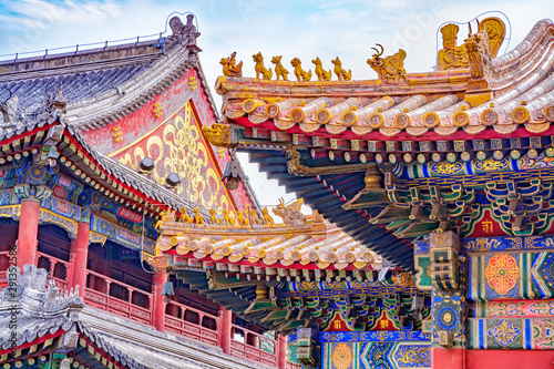 Poster de jardin Pekin Chinese traditional architecture - colorful ornament and statue dragons on roof of Lama Temple in Beijing, China