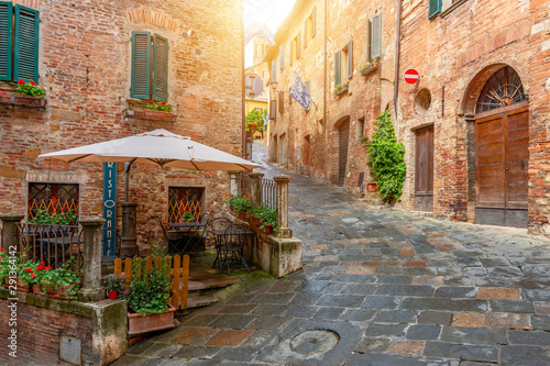 Fototapeten Schmale Gasse Beautiful alley in Tuscany, Old town, Italy