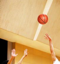 バスケットボールの試合風景