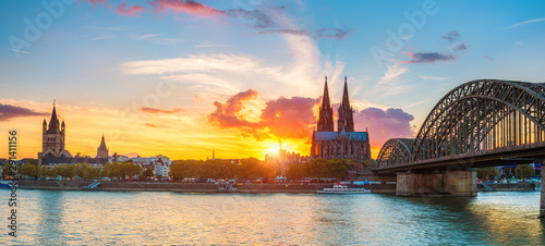 Fotomural View on Cologne at sunset