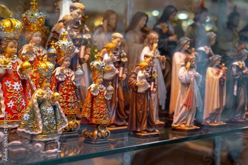 Photo  statues or figurines in a shop, the commercial side of Lourdes.