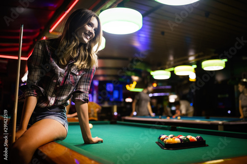Young beautiful girl is playing billiards Tablou Canvas