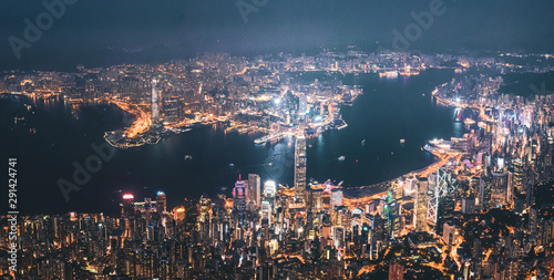 Photo  Iconic View of Victoria Harbour, Center of Hong Kong cityscape at night