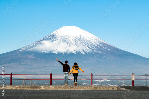 Cadres-photo bureau Fleur A happy Asian couple hold hand each other looking at big Mount Fuji from the hill. Concept of Japan travel with copy space on top.