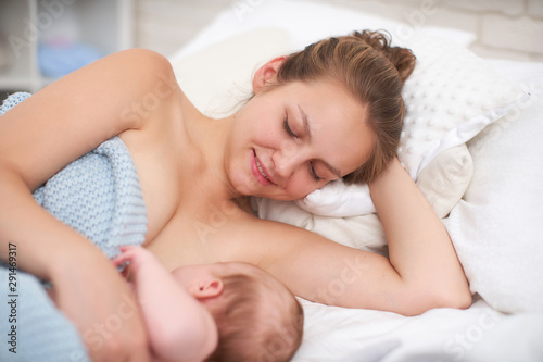 Pinturas sobre lienzo  Breast feeding