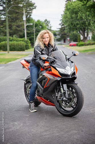 Photo  Young woman on sport motocycle
