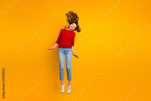 Photo sur Toile Glisse hiver Full size photo of cute lady jumping high wear knitted sweater isolated yellow background
