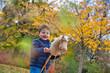 canvas print picture - Kind beim unbeschwerten Spielen auf einer gruenen Wiese und auf dem Spielplatz in einem Park.