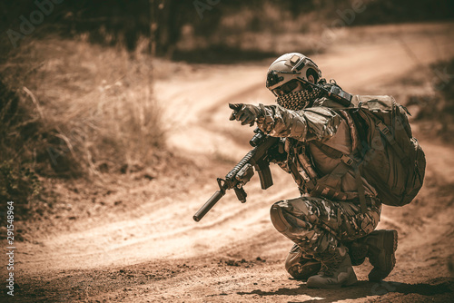 Fotografia Soldiers of special forces on wars at the desert,Thailand people,Army soldier Pa