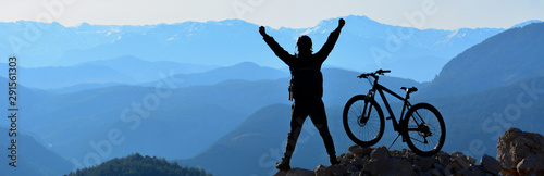 Foto  The Happiness of the Young Man Reaching the Summit